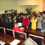 Людмила Скирда дає автографи студентам